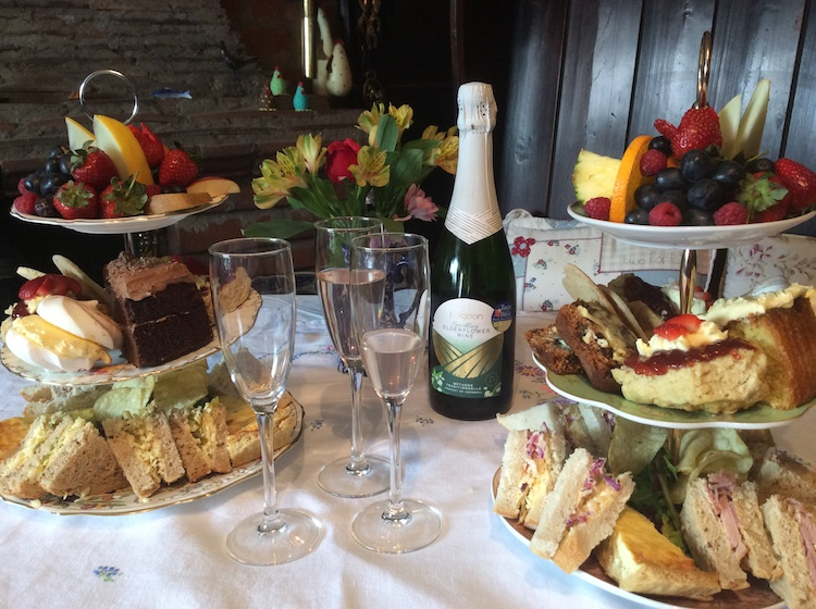 Our Hightea with Bubbly
